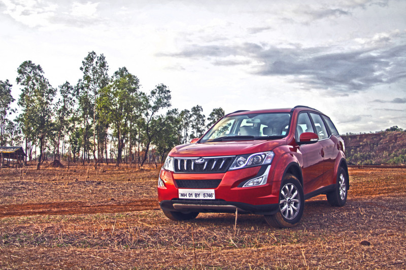 mahindra xuv500 images photos and picture gallery 206212 cartrade. Black Bedroom Furniture Sets. Home Design Ideas