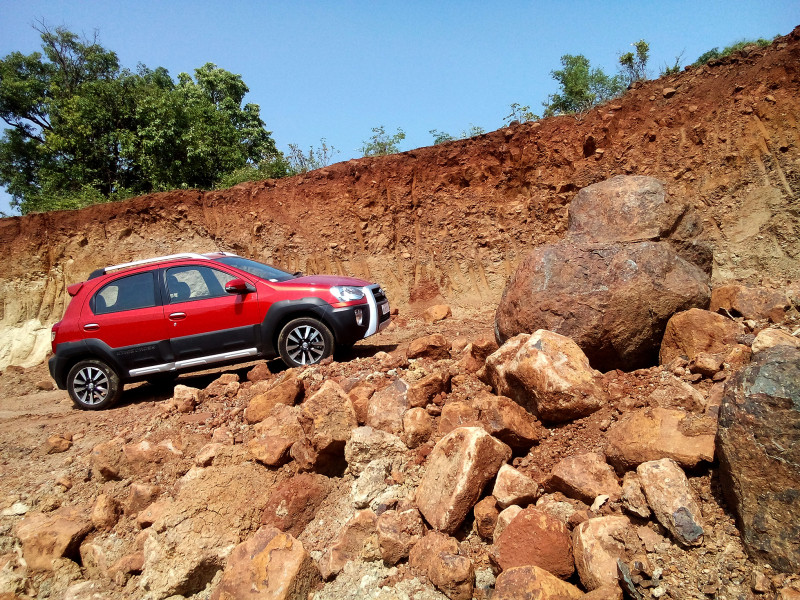 Toyota Etios Cross Images, Photos and Picture Gallery ...