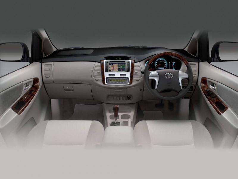 toyota innova photos interior exterior car images cartrade. Black Bedroom Furniture Sets. Home Design Ideas