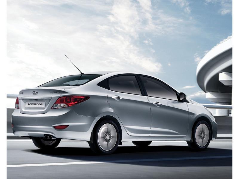 Hyundai 4s fluidic verna vs honda amaze expert for Honda or hyundai