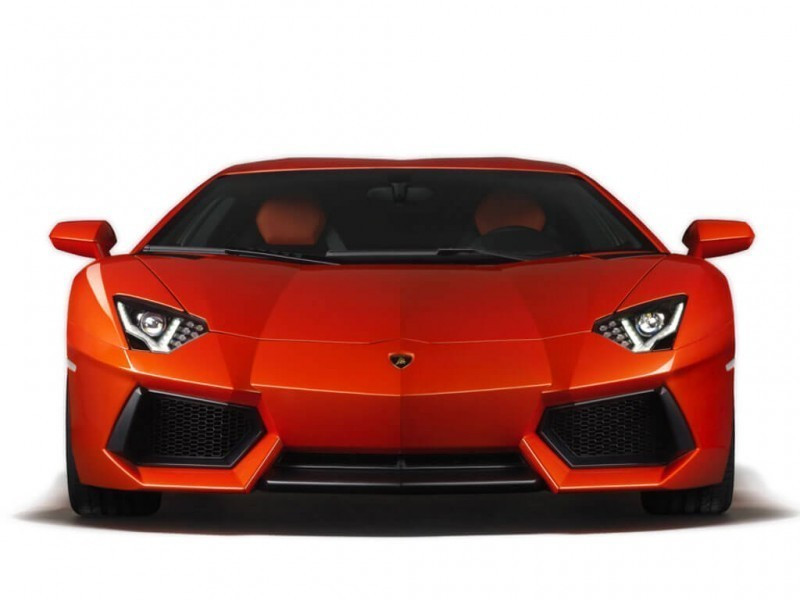 lamborghini aventador vs lamborghini huracan expert comparison 110 cartrade. Black Bedroom Furniture Sets. Home Design Ideas